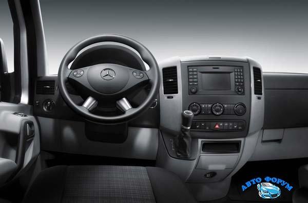 Mercedes-Benz-Sprinter-2017-13.jpg