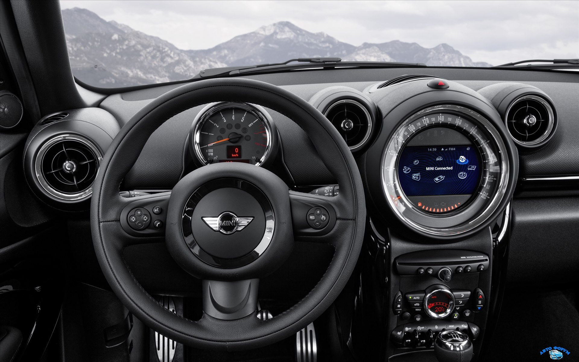 Mini-Paceman-2015-widescreen-18.jpg