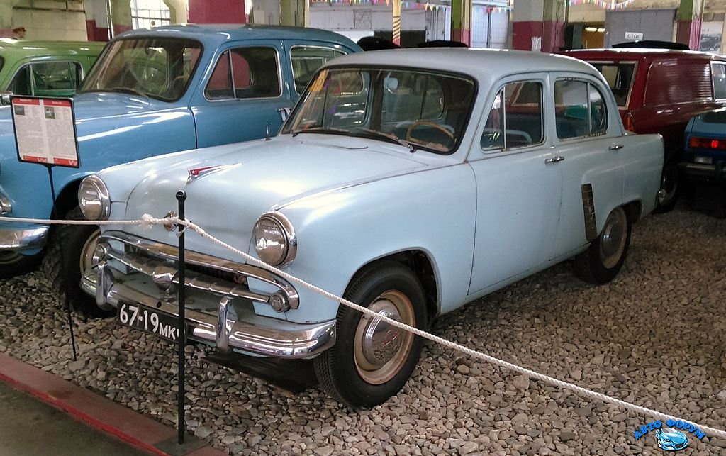 Moskvitch-402_Moscow_museum_of_transport_cropped.jpg