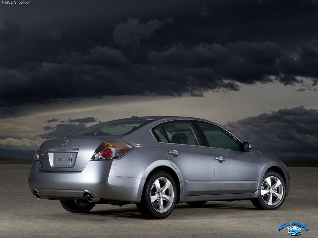 Nissan-Altima_2007_1024x768_wallpaper_08.jpg