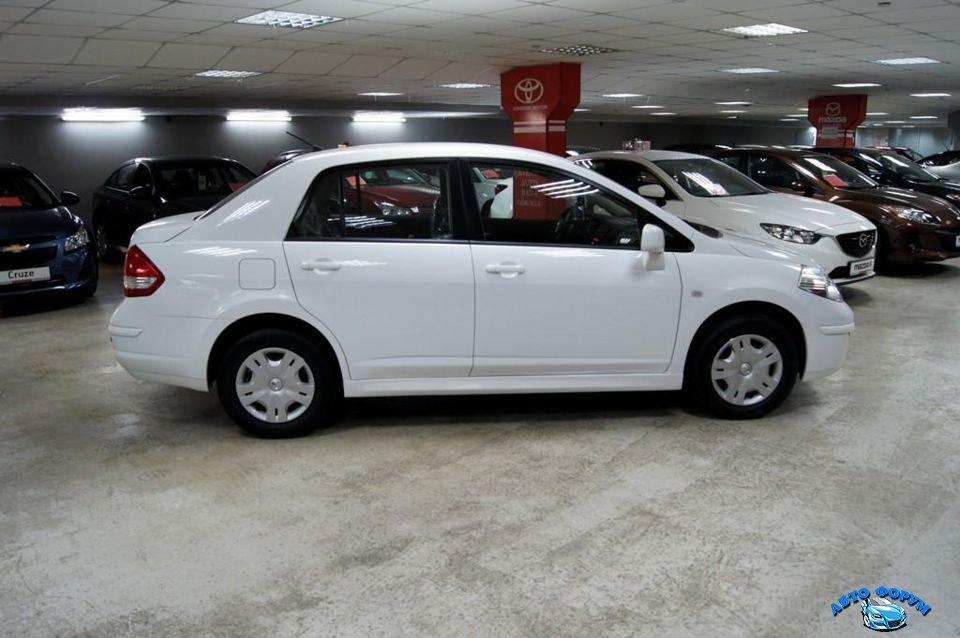Nissan Tiida-1.jpg