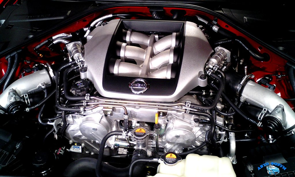 Nissan_GT-R_engine.jpg