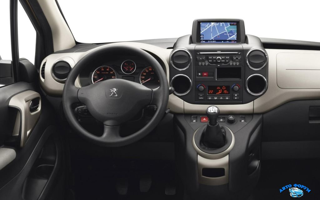 Peugeot-Partner-Tepee-2013-0.jpg