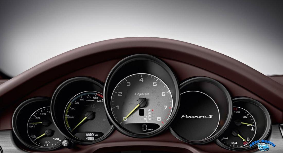 Porsche Panamera-4.jpg