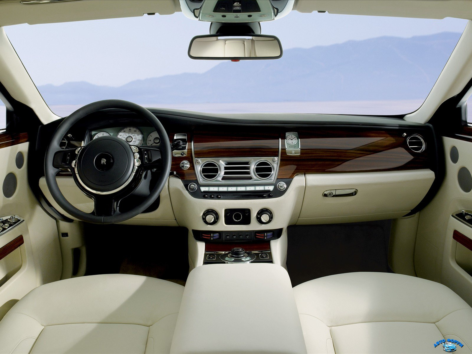 rolls-royce_ghost_interior_36.jpg