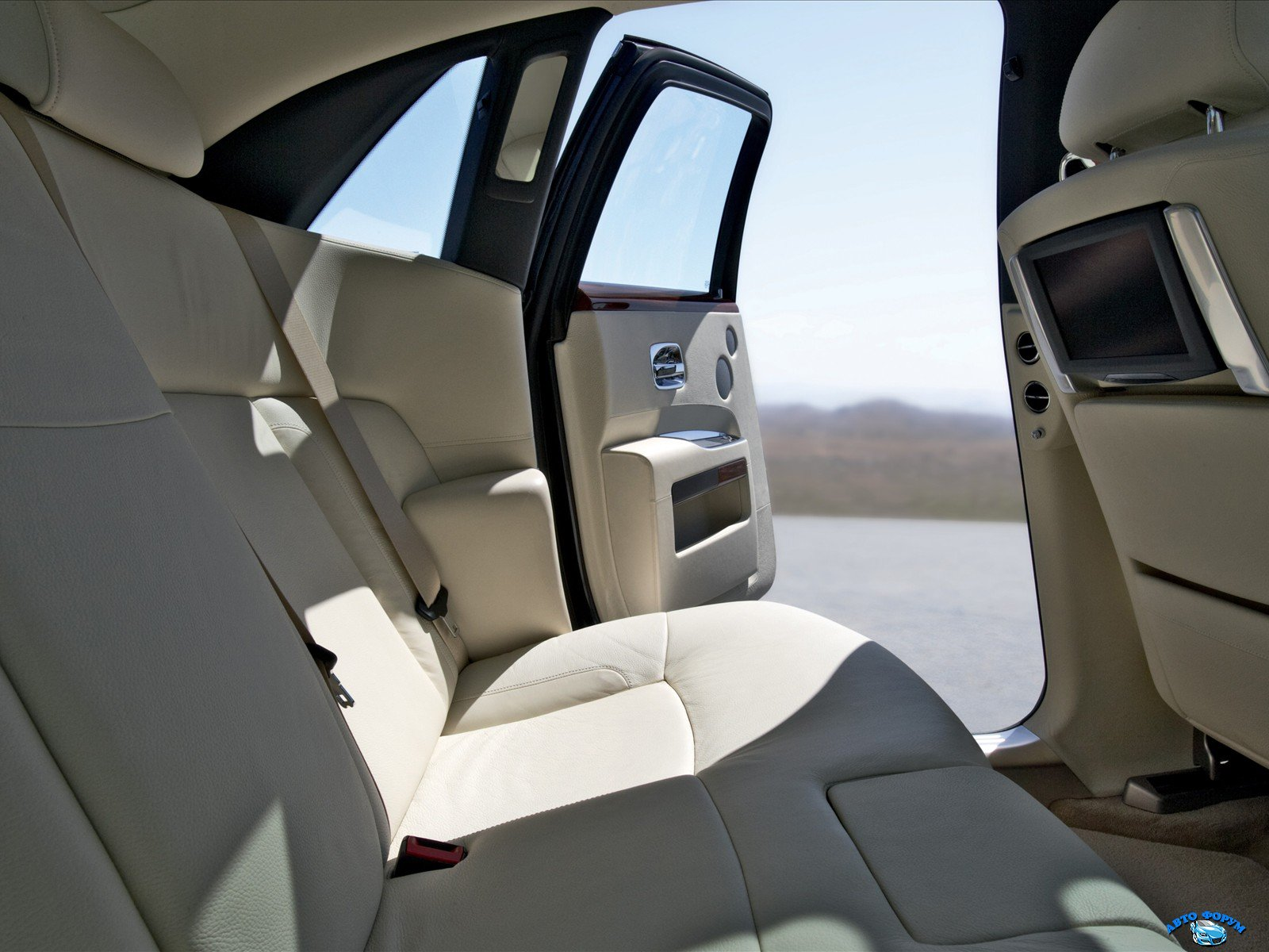 rolls-royce_ghost_rear-seats_26.jpg