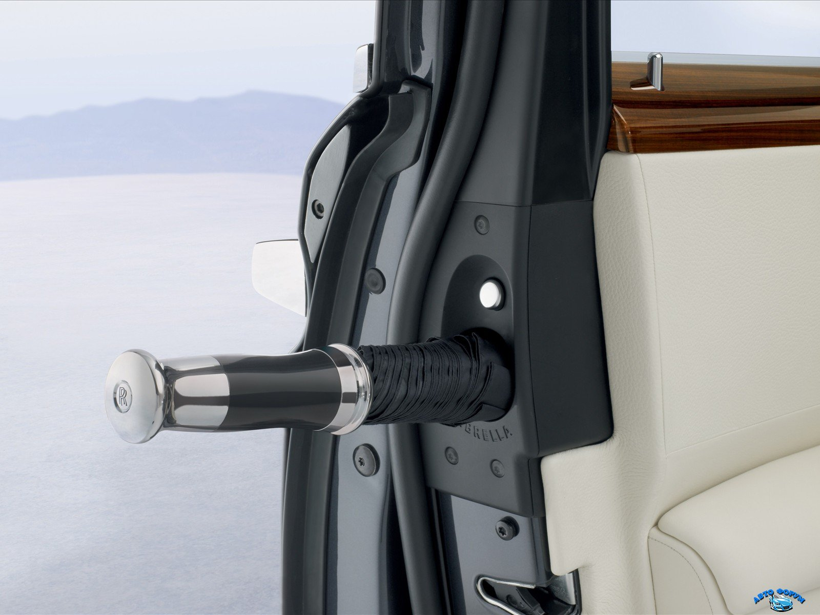 rolls-royce_ghost_umbrella_25.jpg