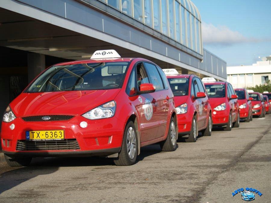 такси красного цвета.jpg