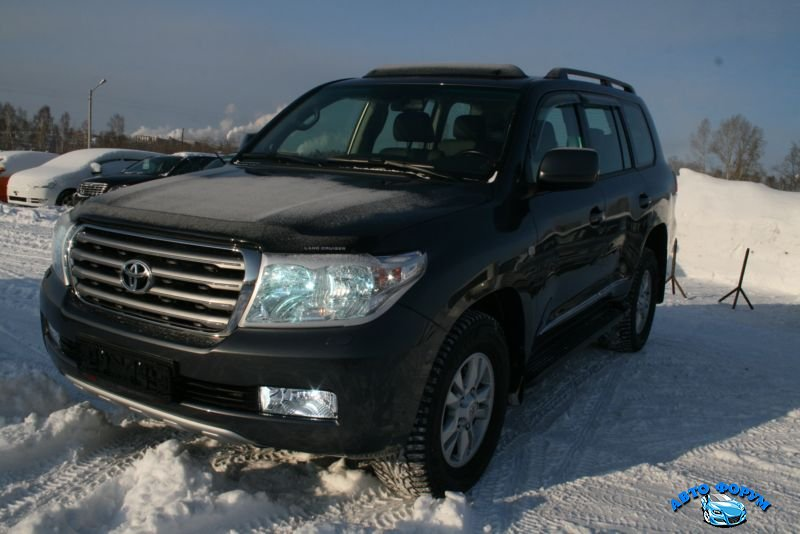 Toyota Land Cruiser 200-2.jpg