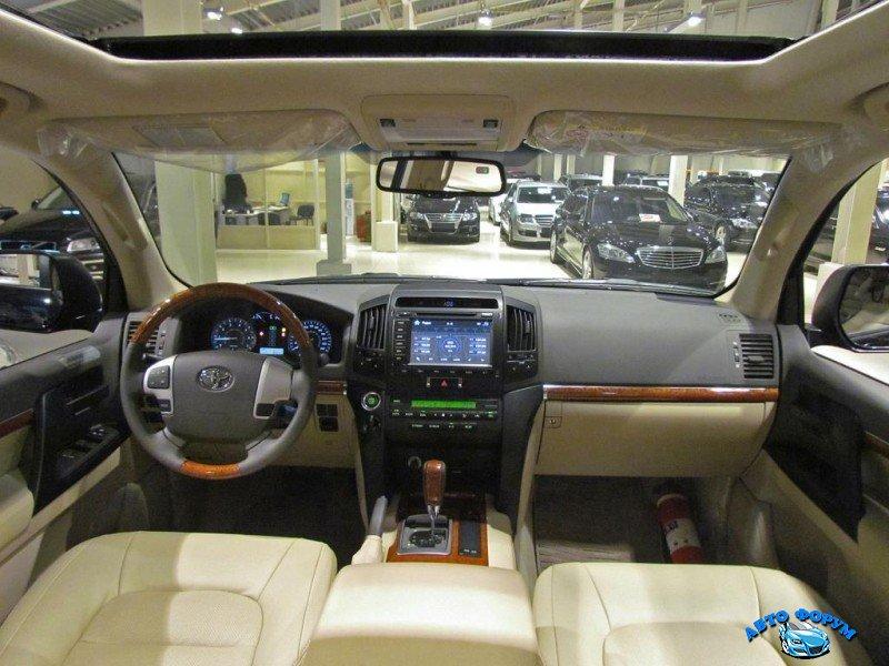 Toyota Land Cruiser 200-8.jpg
