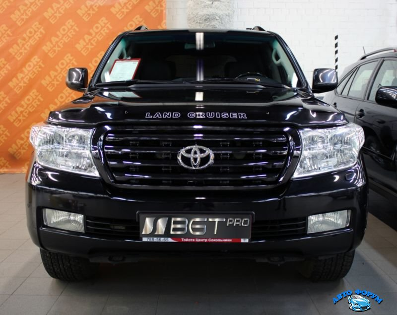 Toyota Land Cruiser 200.jpg