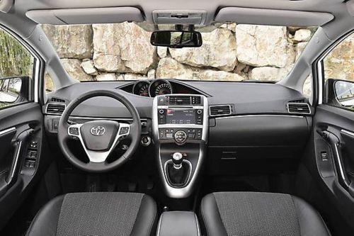 Toyota Verso 2013-3.jpg
