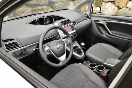 Toyota Verso 2013-4.jpg
