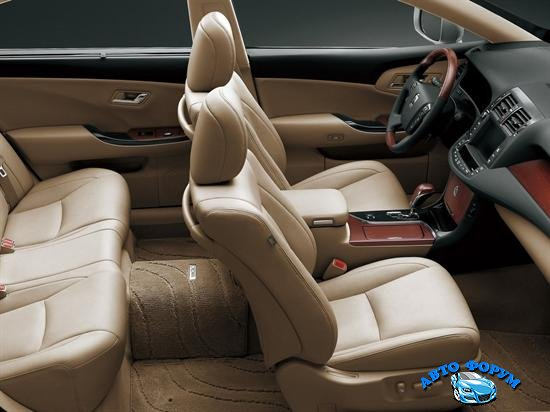 toyota_crown_royal_saloon_2012-interior.jpg
