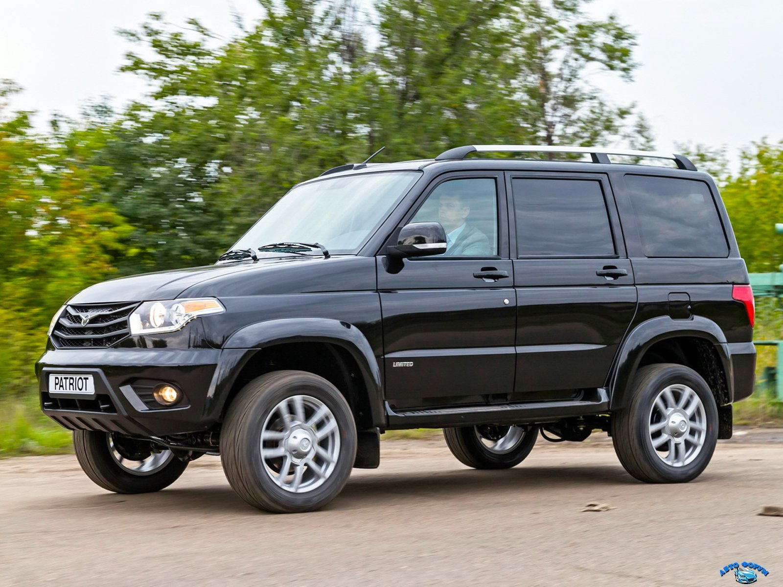 UAZ_3163 Patriot_SUV 5 door_2014.jpg