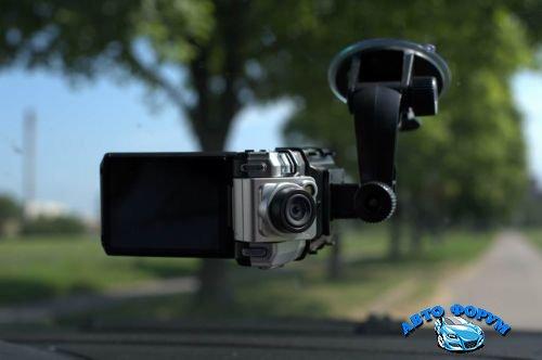 Videoregistrator v avtomobile.jpg