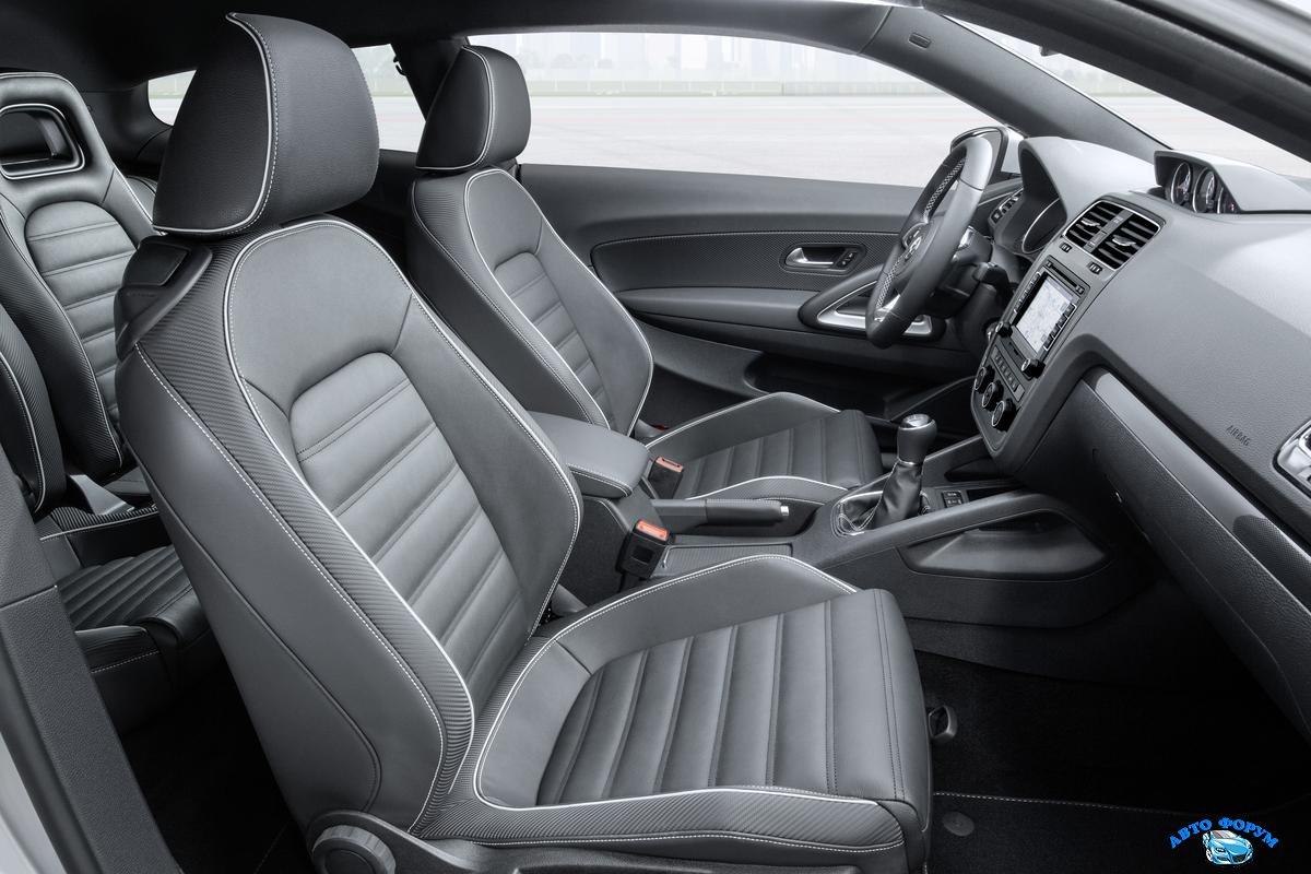 Volkswagen_Scirocco_2015-21.jpg