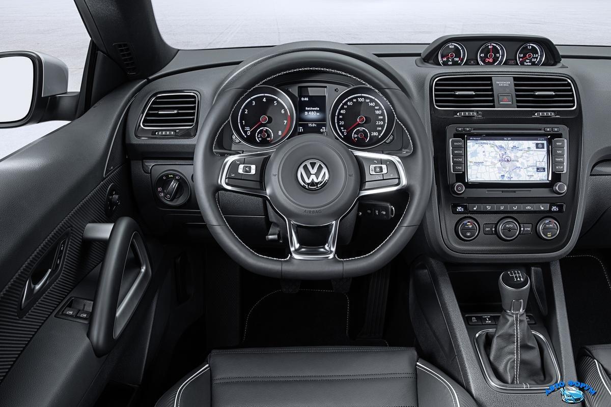 Volkswagen_Scirocco_2015-23.jpg
